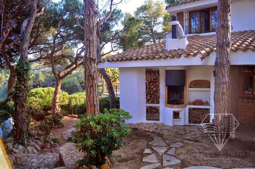 Beautiful villa to buy in costa brava between lloret de for Atypic immo