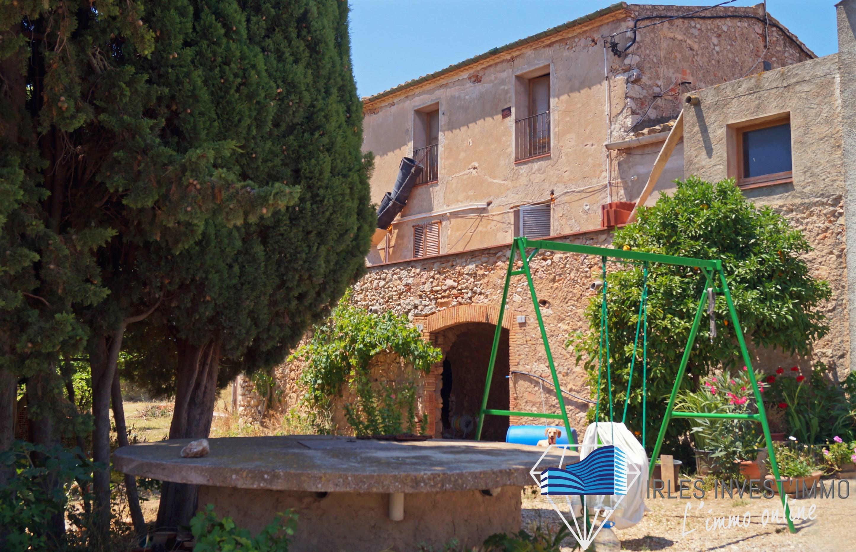 Mas idéal pour activité économique, près de Figueres